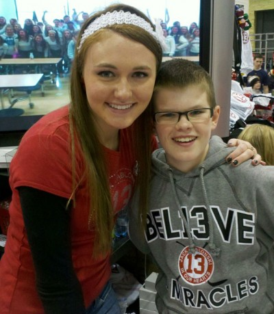 Booth at hockey expo raises money for Jablonski fund