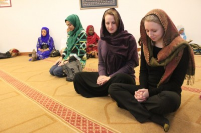 Students experience other faiths