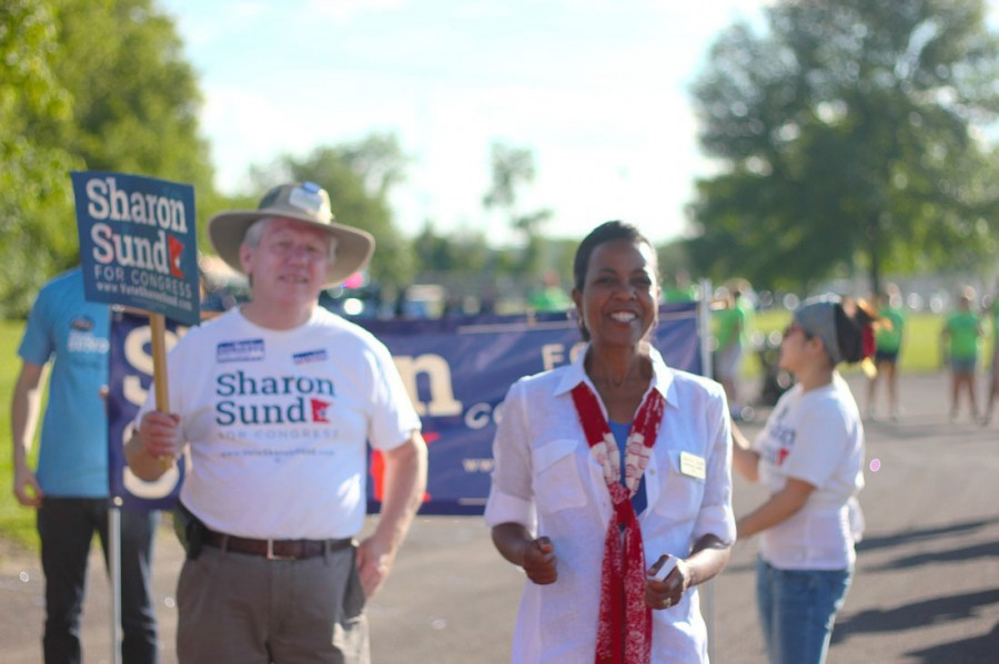 Sharon+Sund+actively+campaigns+in+the+third+district.