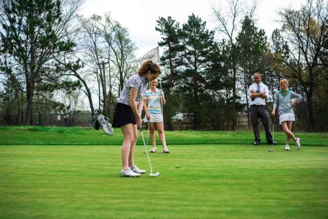 Girls' golf looks to succeed with roster overhaul