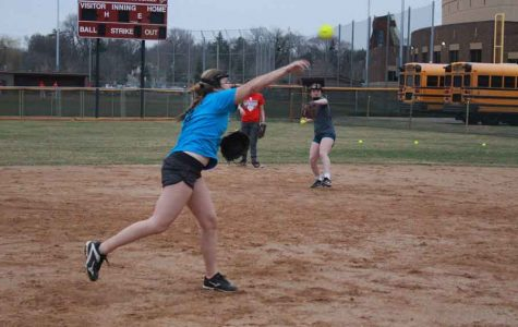 Softball team looks to continue early season success into a repeat State Tournament appearance