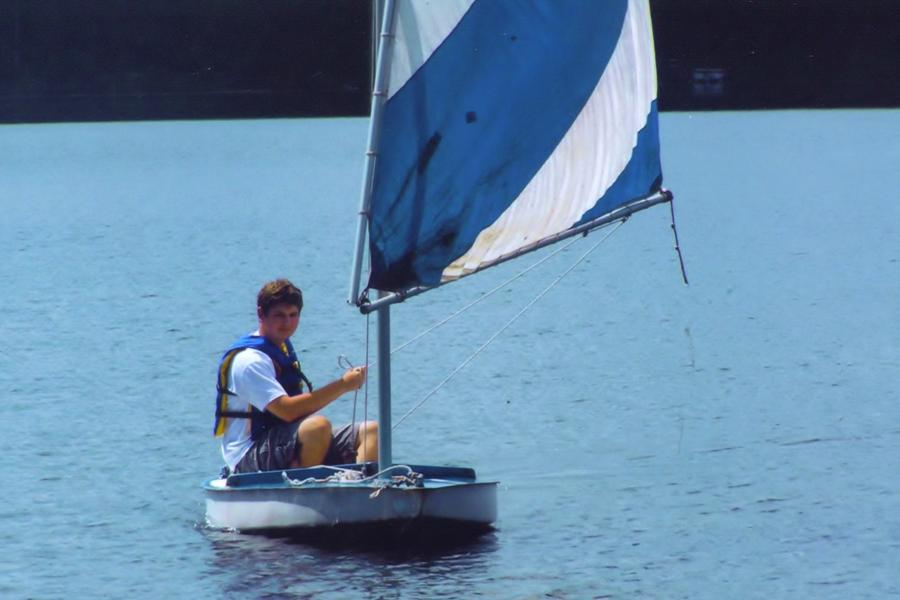 Senior+fixes+up+sailboat+recreationally