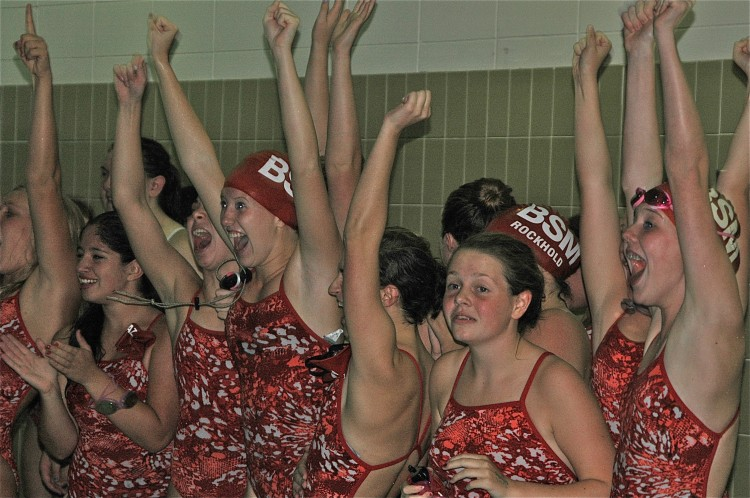 Girls%27+swim+and+dive+looks+to+large%2C+determined+team+for+successful+season