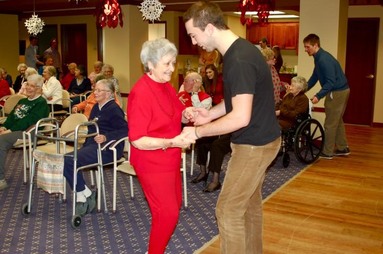 Senior+Spencer+Shaver+dances+with+a+Parkshore+resident.