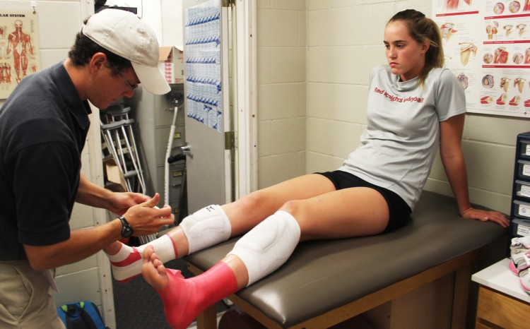 Volleyball+player+Mary+Kate+Sipes+gets+help+from+the+BSM+trainer+Brett+Shultz+to+wrap+her+injury+due+to+overuse.