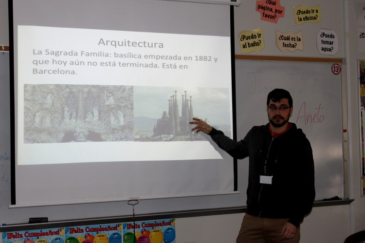 Mr.+Javier+Fern%C3%A1ndez+Albar+of+Spain+presents+a+PowerPoint+on+Spanish+culture+to+eager+participants+in+a+second+hour+Spanish+class.+With+two+amities+coming+from+Spanish+speaking+countries+and+one+with+an+extensive+knowledge+of+French%2C+the+goal+of+these+assistants+is+to+make+BSM+students+more+aware+of+other+cultures+and+develop+a+greater+knowledge+of+foreign+languages.