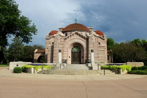 Although it sounds morose, the setting of Lakewood Cemetery is a great change of scenery for Homecoming pictures.