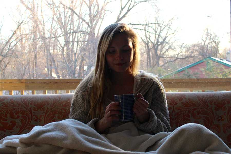 BSM+student+Lily+Effertz+attempts+to+beat+her+winter+blues+with+a+cozy+blanket+and+warm+cup+of+tea.