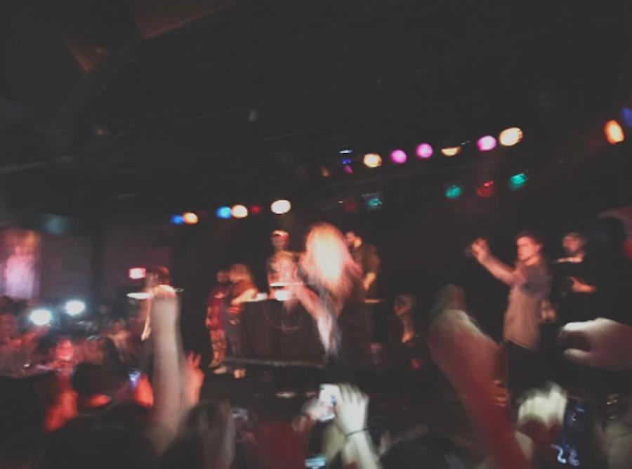 Sophomore+Eli+Mason+deejaying+at+a+popular+venue.+