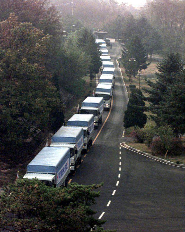 South Korean aid convoy departs enters the DMZ oin 1998