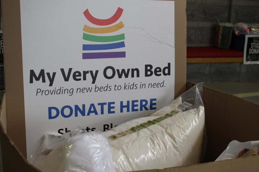 Students+donated+blankets%2C+pillows%2C+and+bedsheets+to+help+in+My+Very+Own+Bed%27s+effort+to+provide+bedding+for+kids+in+poverty.