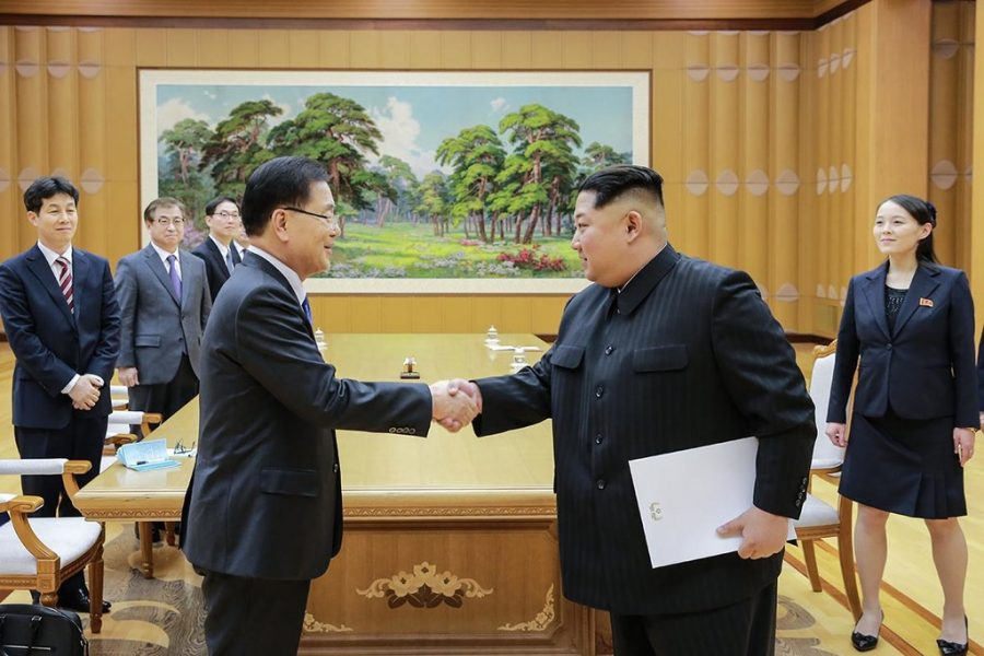 Kim+Jong-un+holds+a+letter+by+Moon+Jae-in+to+arrange+more+peace+talks.