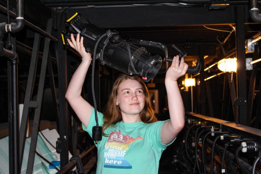 Drew+Check+uses+her+technical+theater+skills+to+help+BSM%2C+Chanhassen+Dinner+Theater%2C+and+Valley+Fair.+She+will+be+pursuing+technical+theater+next+year+at+University+of+Minnesota%2C+Duluth.