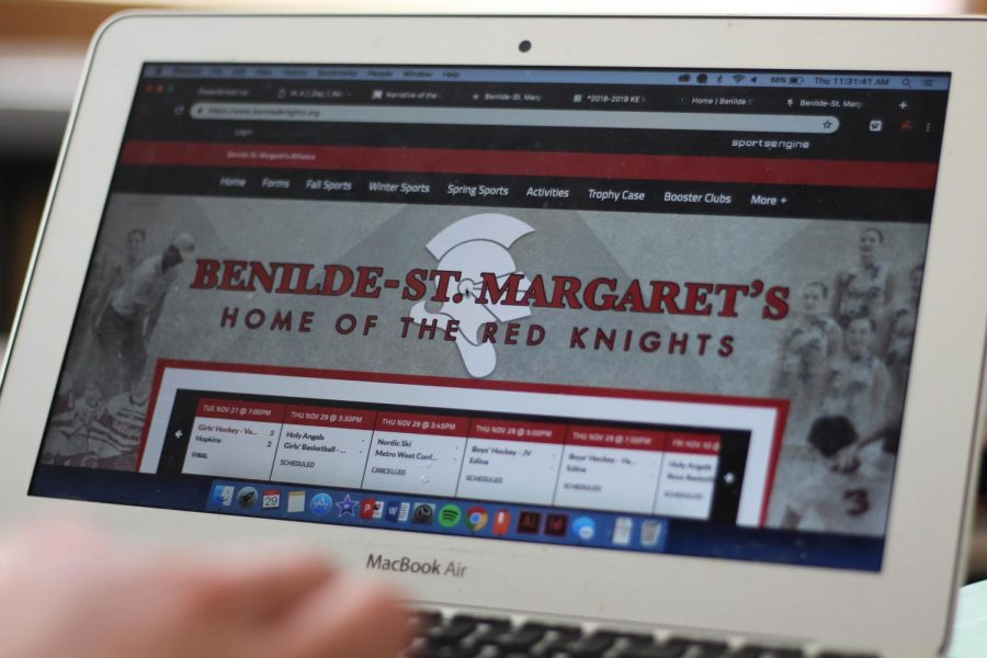 BSM student explores the new sports website.