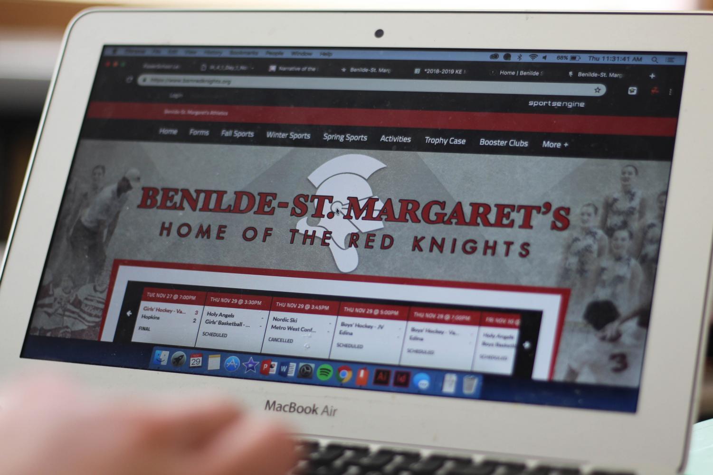 BSM student explores the new sports website.