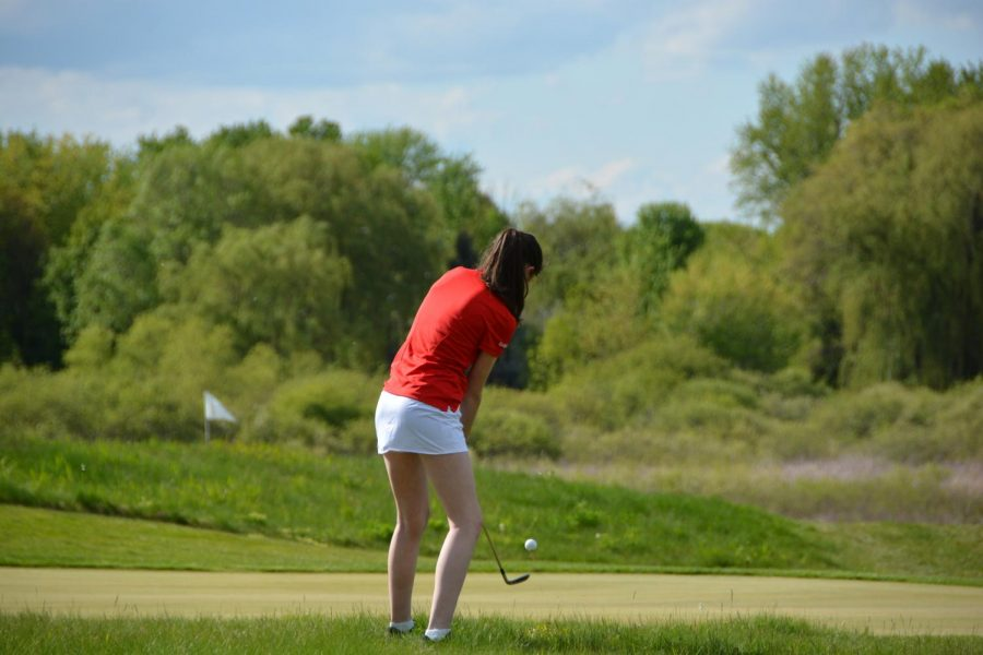 Junior+Reilly+Rahill+chipping+the+ball+as+she+focuses+on+her+form.+