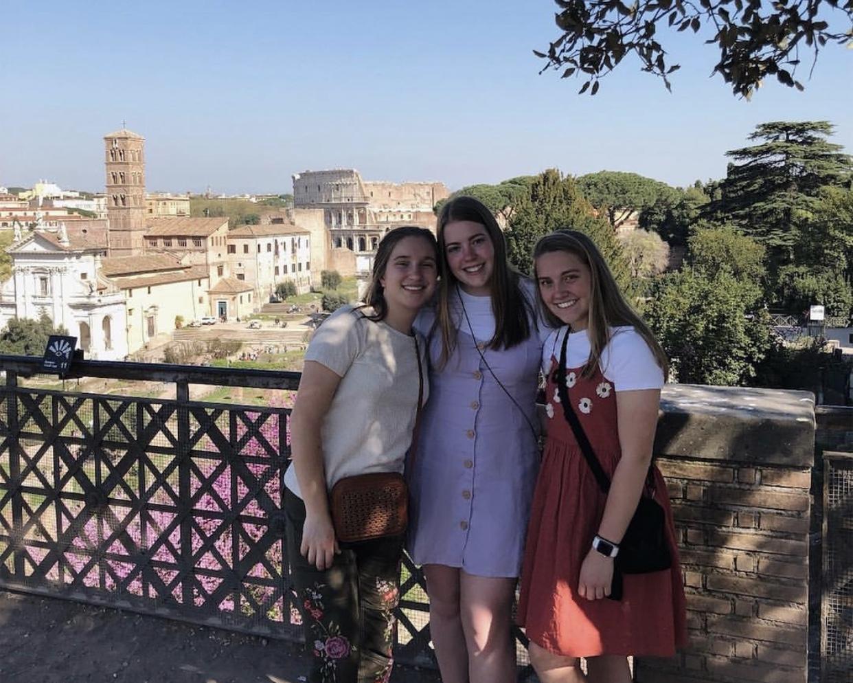 Sophomores enjoy the 2018 spring break trip to Italy.