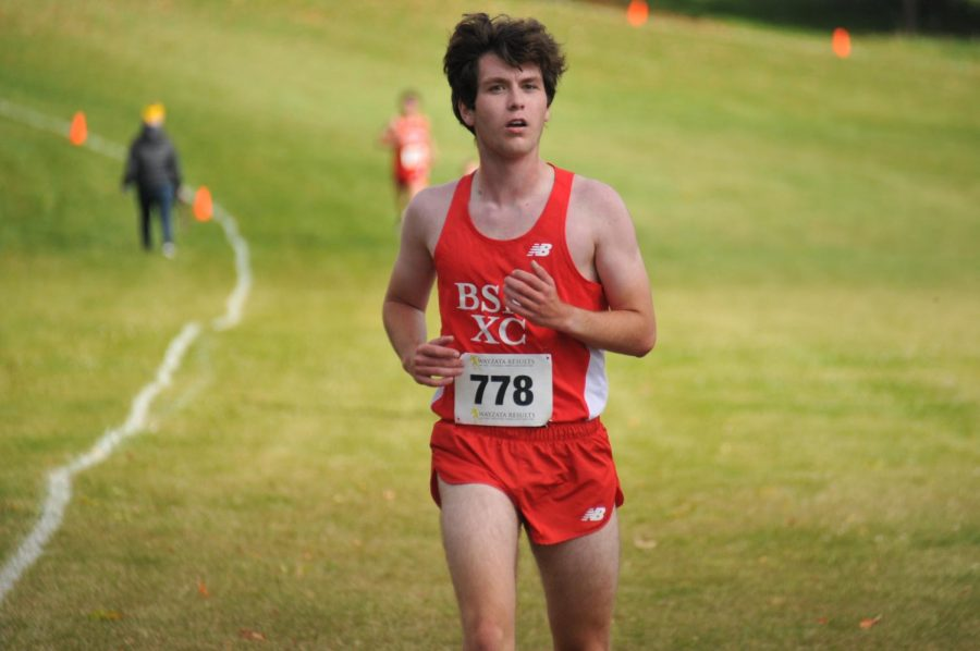 Senior+captain+Thomas+Libbey+strides+into+the+finish+line+at+Gale+Woods+Farm.