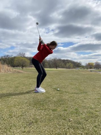 Golfer Audrey Peterson prepares for her next match.