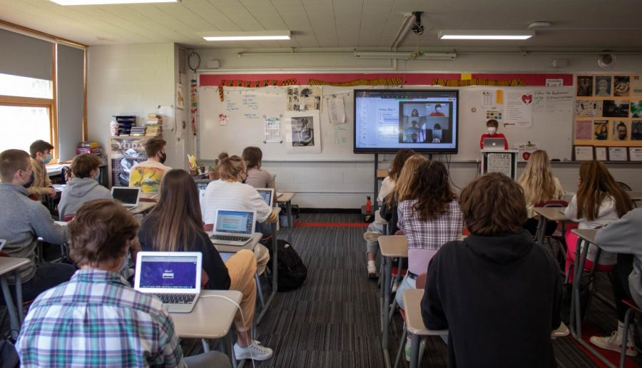 Most BSM students return to campus for in-person classes during fourth quarter, but some students remain virtual.